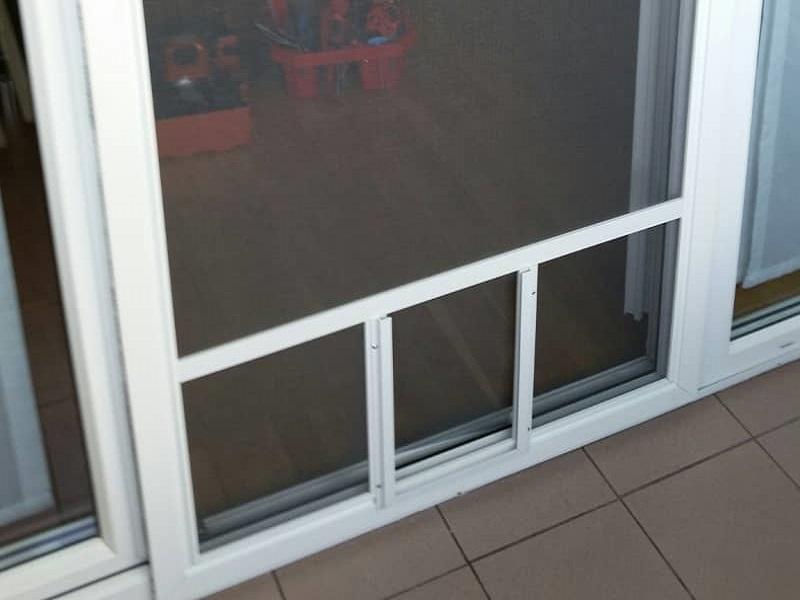 Komarnik na vratih