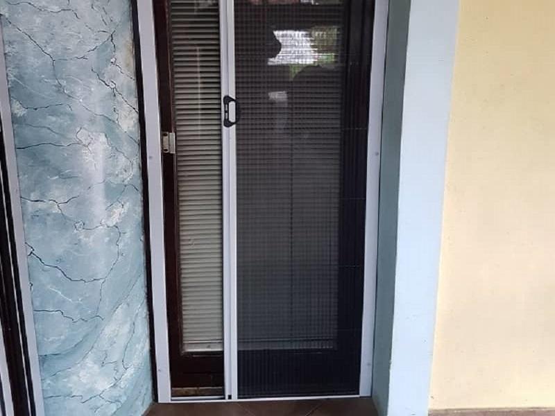 Plise komarniki za vrata